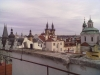 Komín v historické části Prahy před vložkováním (žlutý průduch vpravo)
